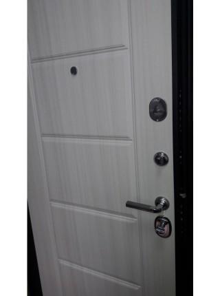 Входная стальная дверь Интекрон Колизей ФЛ-39 (Чёрный шелк / Сандал белый)